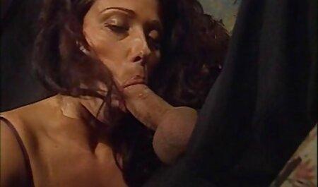 Massaggiatrice film porno con attrici italiane famose seduce il suo cliente e scopa