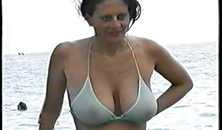 e il suo corpo stretto e giovane è troppo perfetto per non video porno con attrici italiane toccare