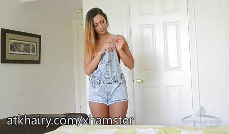 Sexy attrici porno amatoriali bruna accarezzando il cazzo