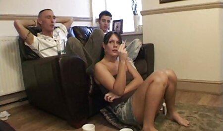 Due ragazzi gay eccitati si baciano e si danno porno attrici francesi