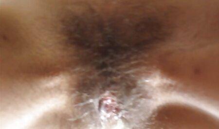 Paffuto Milf strofina pornostar italiana anni 90 davanti alla telecamera
