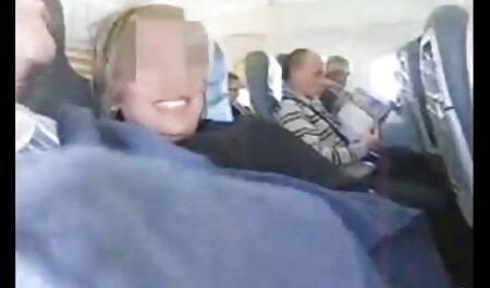 Cornea babe selvaggiamente gioca con i suoi clitoridi davanti film porno di attrici italiane alla telecamera