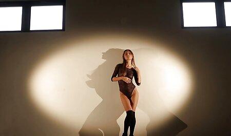 Guarda video porno con attrici italiane come Busty Babe Capri scopa il suo stretto figa bagnata