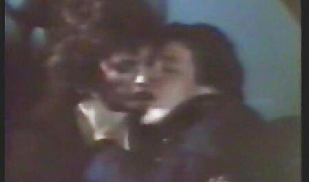 Petite giovane bionda prende il vecchio cazzo nella sua figa bagnata e poi film erotici con attrici italiane fa un pompino