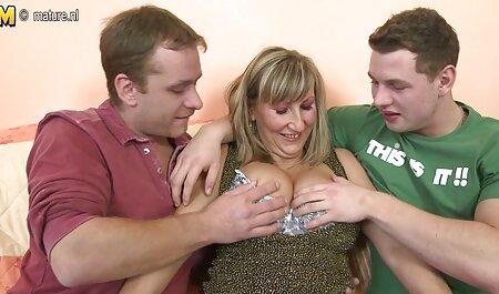 Cornuto marito aiuta la moglie Mariah Silver mentre lei succhia le migliori porno attrici italiane e scopa un grosso cazzo